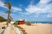 Strand-promenade-calella-spanien