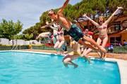 Malgrat-pool-jump-10410