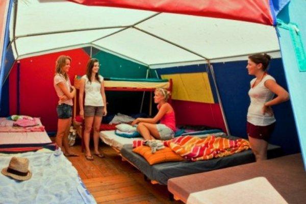 Innenausstattung Zelt im Camp